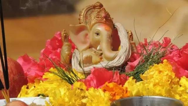 Ganesh Chaturthi Wishes in Hindi and English