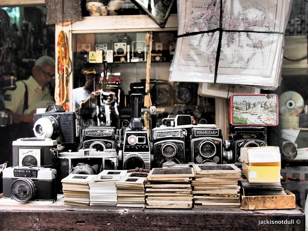5 Best Places To Do Street Shopping In Mumbai